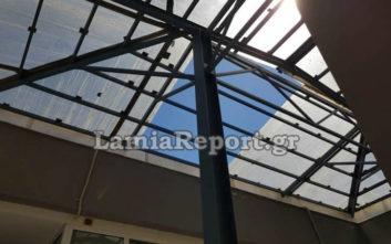 Ο αέρας ξήλωσε σκεπή από το αίθριο στο Πανεπιστήμιο Θεσσαλίας