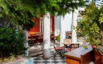 Τέσσερις όμορφες αυλές και κήποι για καφέ και φαγητό στην Κηφισιά