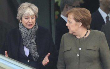 Μέρκελ: Το Βερολίνο θα συνεχίσει να εργάζεται για ένα συντεταγμένο Brexit