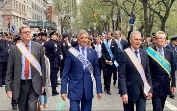 Με τη σημαία του Κατσίφα παρέλασε στη Νέα Υόρκη ο Γιώργος Πατούλης