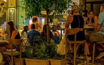 Ο μικροσκοπικός πεζόδρομος σημείο αναφοράς για το κέντρο της Αθήνας