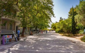 Ανοιξιάτικη βόλτα στον πιο όμορφο πεζόδρομο της Αθήνας