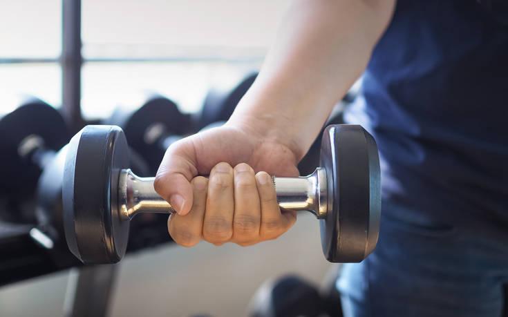 Όσοι σηκώνουν γρήγορα βάρη τείνουν να ζουν περισσότερο