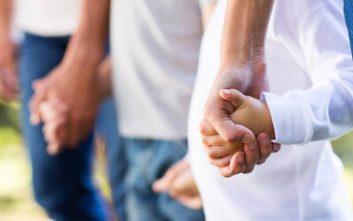 Ανάδοχες οικογένειες αναζητούν 32 παιδιά στην Ξάνθη -  «Καλούμαστε να βγάλουμε τα αγκάθια από τις ψυχούλες τους»