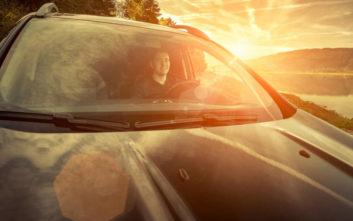 Το κόλπο που κάνουν οι πιλότοι για τον ήλιο και μπορεί να δουλέψει και στο αυτοκίνητο