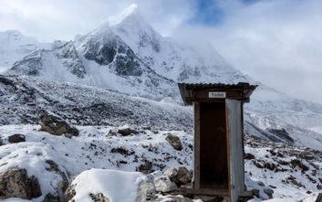 Οι ορειβάτες στο Έβερεστ θα... ξαλαφρώνουν σε οικολογικές τουαλέτες