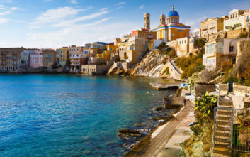 Daily Mail: Παρομοιάζει ελληνικό νησί με «Μικρή Ιταλία»