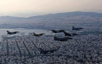 Εντυπωσιακές εικόνες από την άσκηση «Ηνίοχος» και τις πτήσεις μαχητικών σε Αθήνα και Αντίρριο