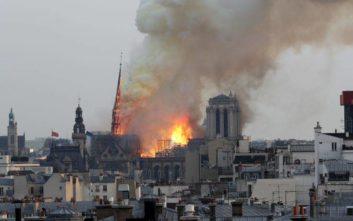 Κατέρρευσε η οροφή της Παναγίας των Παρισίων από τη μεγάλη φωτιά