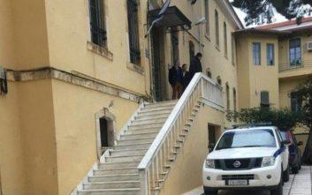 Καταδικάστηκαν δύο Γερμανοί που κατέβασαν την ελληνική σημαία στα Χανιά