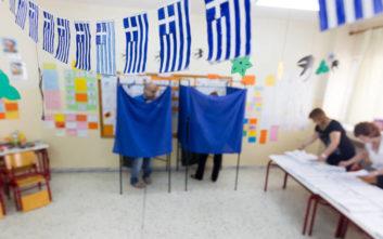 Πότε ξεκίνησε ο ελληνικός λαός να ψηφίζει απευθείας τους νομάρχες του