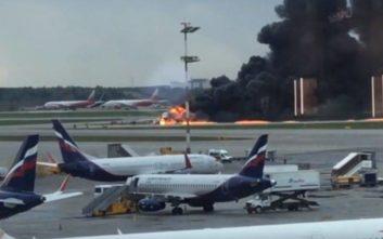 Ρωσία: Αεροπλάνο έπιασε φωτιά σε αεροδρόμιο της Μόσχας