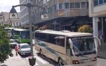 Γαμπρός στη Λαμία πήγε στην εκκλησία με 14 λεωφορεία