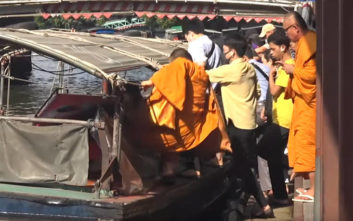 Ο ανορθόδοξος και επικίνδυνος τρόπος που μετακινείται ο κόσμος στην Μπανγκονγκ
