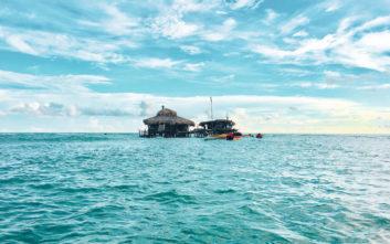 Εξωτικό μπαρ στην Καραϊβική αναζητά προσωπικό