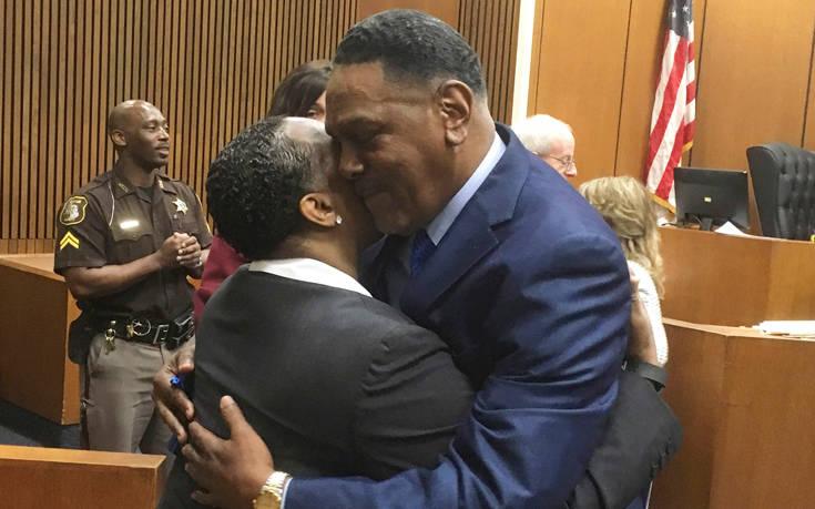 Αμερικανός έμεινε 45 χρόνια στη φυλακή λόγω δικαστικής πλάνης και το κράτος τον αποζημίωσε
