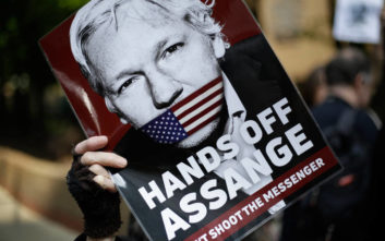 Περίπου 40 ΜΚΟ ζητούν την άμεση απελευθέρωση του Τζούλιαν Ασάνζ