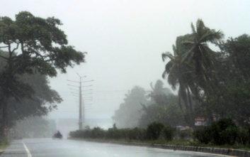 Με ανέμους 200 χιλιομέτρων την ώρα σαρώνει την Ινδία ο κυκλώνας Φάνι