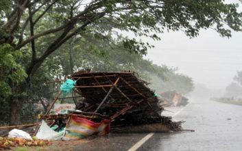 Ο ισχυρός κυκλώνας Φάνι έφτασε στην Ινδία, τουλάχιστον δύο νεκροί