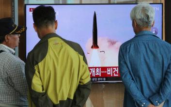 Οι πύραυλοι του Κιμ Γιονγκ Ουν ανεβάζουν και πάλι τους τόνους