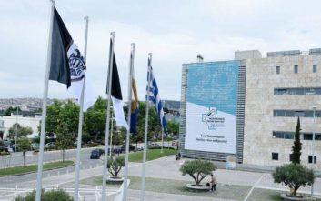 Άγνωστοι κατέβασαν τις σημαίες του ΠΑΟΚ έξω από το δημαρχείο Θεσσαλονίκης
