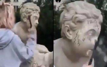 Έσπασε άγαλμα 200 ετών για να αποκτήσει περισσότερους… followers