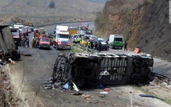 Τουλάχιστον 23 νεκροί και 30 τραυματίες σε τροχαίο στο Μεξικό