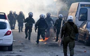 Μολότοφ και επεισόδια στη λεωφόρο Αθηνών κοντά σε προεκλογική ομιλία του Κασιδιάρη