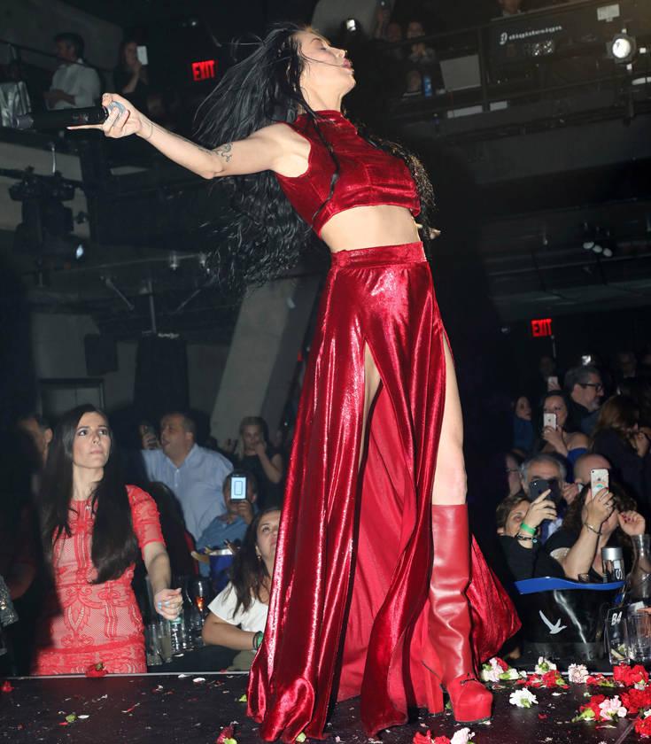 «Άναψε» φωτιές η Πάολα με τις καυτές εμφανίσεις της στη Νέα Υόρκη – Newsbeast