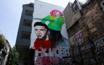 Μεγάλη τοιχογραφία με το πρόσωπο του Ζακ Κωστόπουλου στα Εξάρχεια