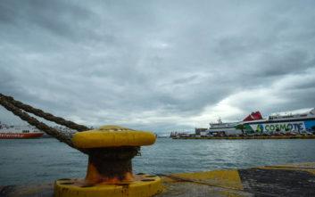 Στο λιμάνι του Πειραιά επέστρεψε, λόγω βλάβης, το πλοίο «Ιονίς» με 70 επιβάτες
