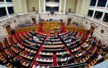 Αντιδράσεις και αποχωρήσεις από τη Βουλή για τους νέους ποινικούς κώδικες
