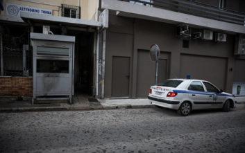 Επίθεση με μολότοφ και γκαζάκια στο Α.Τ. Καισαριανής: Ελεύθεροι οι προσαχθέντες