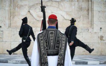 Συγκίνησαν οι πόντιοι εύζωνες στο Μνημείο του  Άγνωστου Στρατιώτη