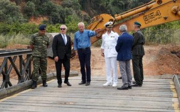 Χανιά: Τη στρατιωτική γέφυρα που τοποθετήθηκε στην περιοχή επιθεώρησε ο Αποστολάκης