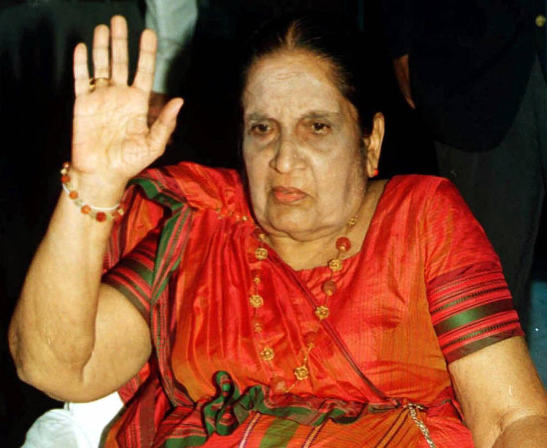 Η «κλαίουσα χήρα» που έγινε η πρώτη γυναίκα πρωθυπουργός στον κόσμο