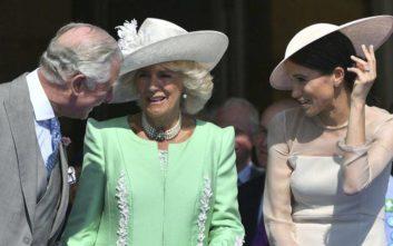 Ο πρίγκιπας Κάρολος ενθουσιασμένος από τη γέννηση του εγγονού του