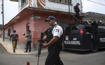 Υπόθεση μυστήριο στο Μεξικό: Αεροπλάνο στις φλόγες, ένα εγκαταλελειμμένο αυτοκίνητο και εκατοντάδες κιλά ναρκωτικών