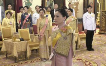 Από αεροσυνοδός βασίλισσα της Ταϊλάνδης