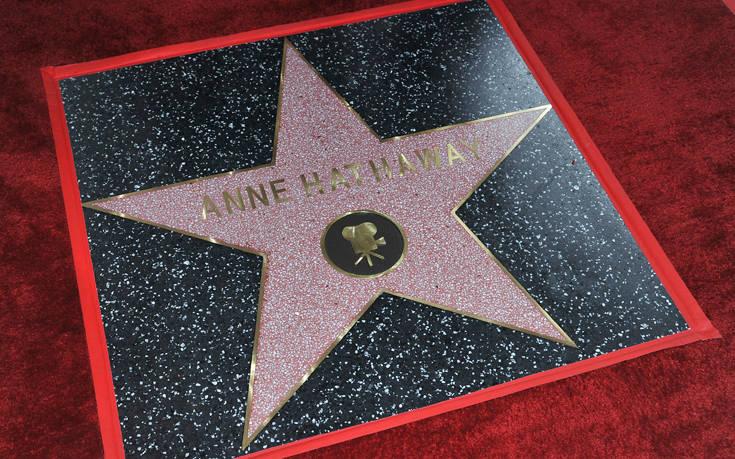 Η Αν Χάθαγουεϊ απέκτησε το δικό της αστέρι στη λεωφόρο της Δόξας – Newsbeast