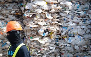 Το «λαθρεμπόριο» πλαστικών απορριμμάτων και ο «πόλεμος» της Ασίας