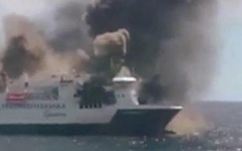 Φωτιά σε φορτηγό πλοίο στην Ισπανία, απομακρύνεται το πλήρωμα