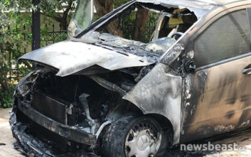Φωτογραφίες από το καμένο αυτοκίνητο της δημοσιογράφου Μίνας Καραμήτρου