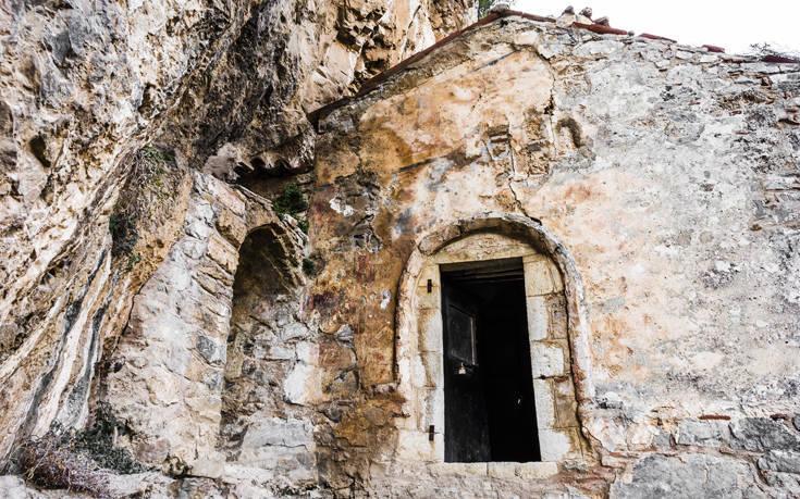 Τέσσερις ιστορικές και εντυπωσιακές μονές στην Πελοπόννησο – Newsbeast