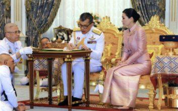 Ταϊλάνδη: Ο βασιλιάς παντρεύτηκε την στρατηγό Σουτίντα