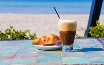 Τρία στέκια για να πιείτε τον καφέ σας στη Γλυφάδα