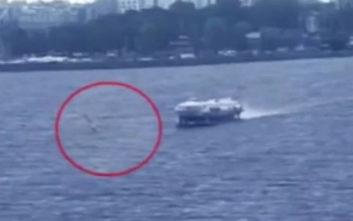 Τραγικός θάνατος σέρφερ, παρασύρθηκε από «ιπτάμενο δελφίνι»