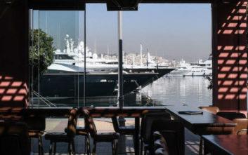 Τέσσερα καφέ-μπαρ αφορμή για έξοδο δίπλα στη θάλασσα