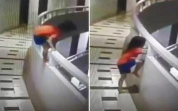 Πεντάχρονη που υπνοβατούσε έκανε βουτιά από τον 11ο όροφο
