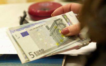 Μπαράζ πληρωμών για συντάξεις και επιδόματα μέσα στην εβδομάδα